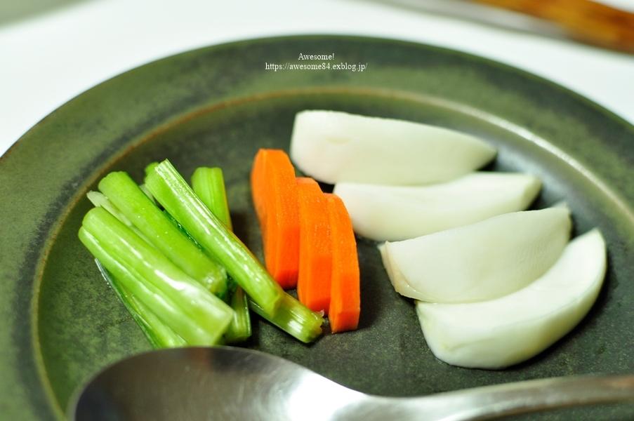 3日目カレーのグリル野菜添えと7年物の梅黒酢サワー_e0359481_23532144.jpg