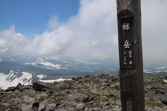 雪渓残る緑岳へ!_d0198793_12013234.jpg