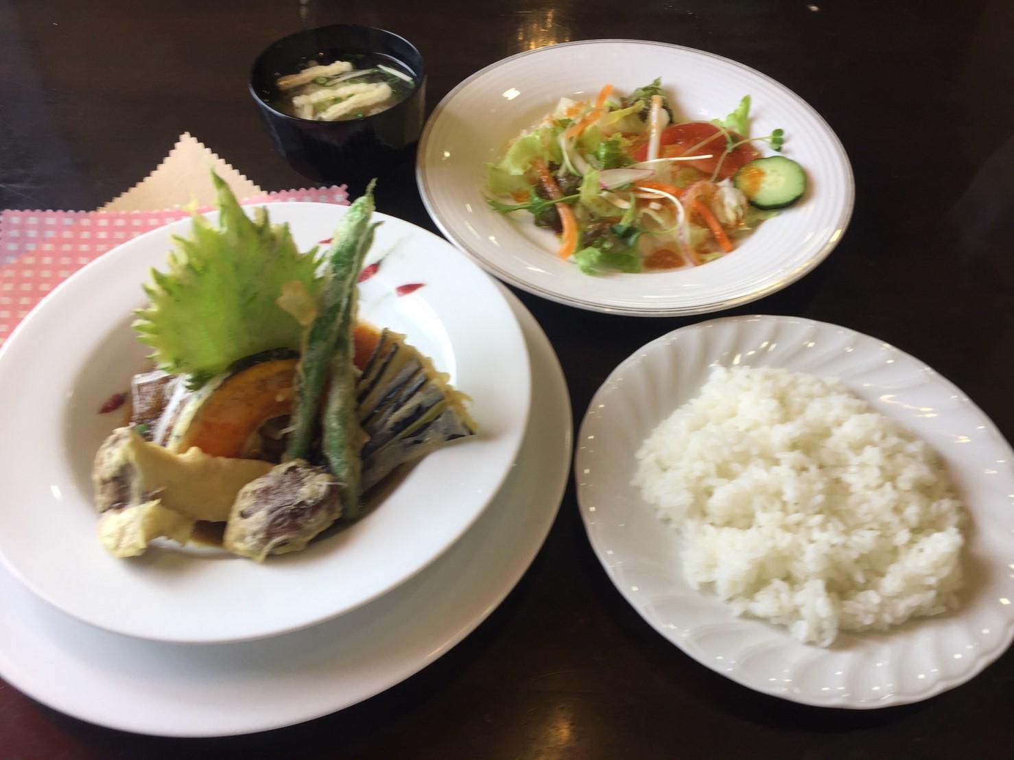 cafe & restaurant アンドリュース 日替わりランチ  ラス1和風ハンバーグ_e0115904_19370229.jpg