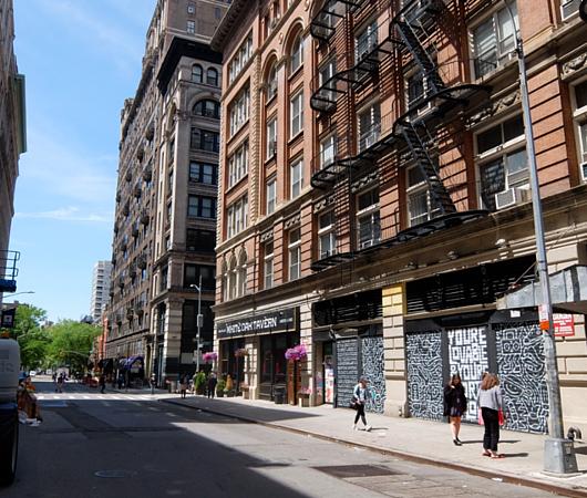 ニューヨーク大学(NYU)キャンパス・エリアの独特の雰囲気_b0007805_21191586.jpg