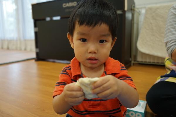 保育園 初めての小麦粉粘土!_a0166025_14135288.jpg