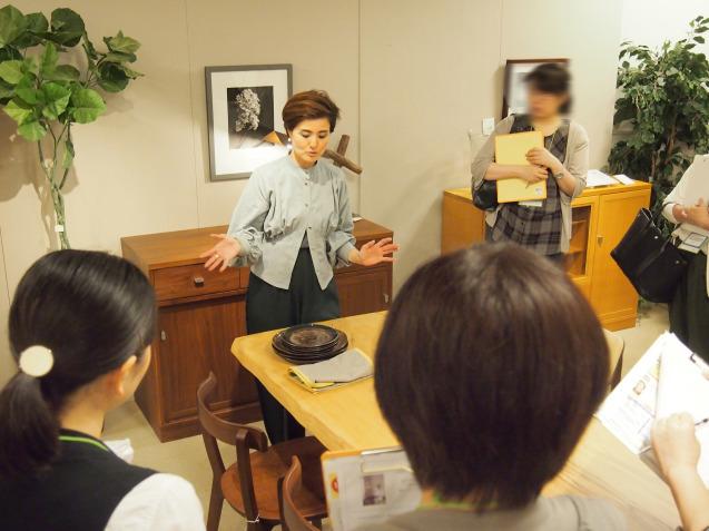 ダイニングセットの選び方セミナー講師/ ハウジングデザインセンターHDC神戸 サンケイリビング新聞主催 _f0375763_22450715.jpg
