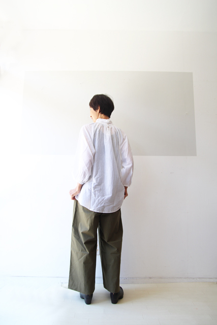 白とカーキ_f0215708_13252831.jpg