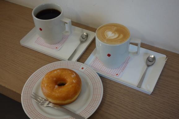 COFFEE SUPREMEさんでラテ&ドーナツ_e0230011_20020529.jpg