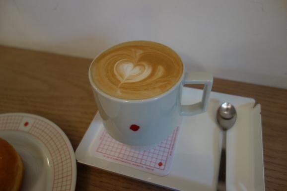 COFFEE SUPREMEさんでラテ&ドーナツ_e0230011_20023191.jpg