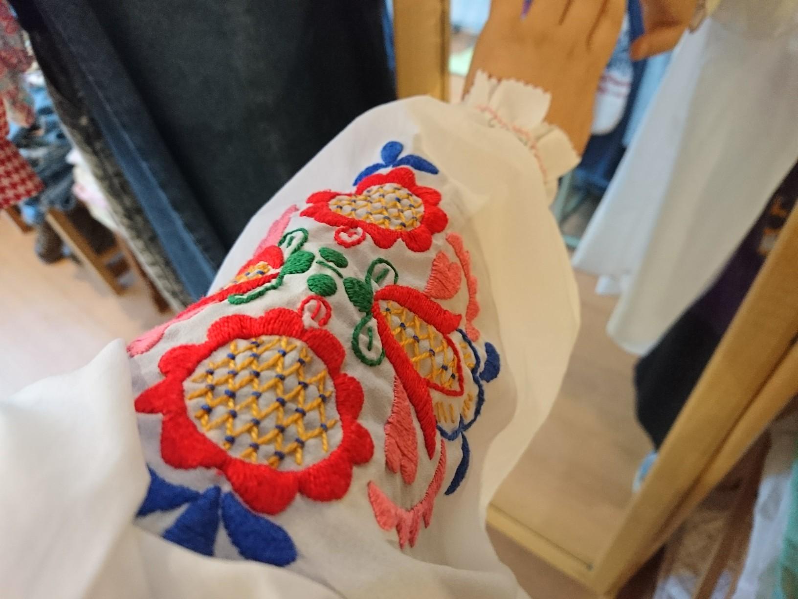 ポリエステル刺繍ブラウス5分袖_d0256914_15305016.jpg