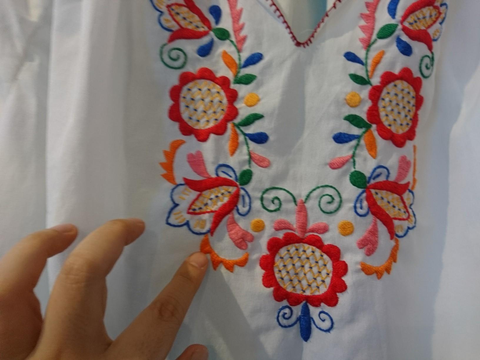 ポリエステル刺繍ブラウス5分袖_d0256914_15305054.jpg
