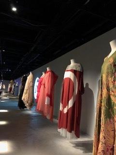 Akira Isogawa Exhibition と 光の祭典 Vivid Sydney_b0189862_22311529.jpg