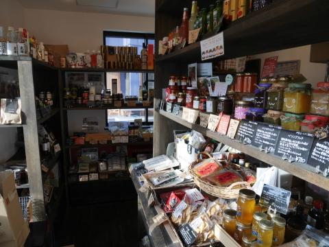 こだわり食材「イッピン」店頭に六国見山産の蜂蜜6・28_c0014967_16412237.jpg