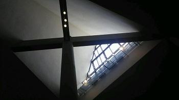 美術館の窓 上野公園(東京)_e0098739_13145230.jpg