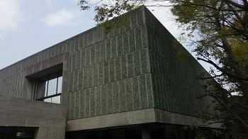 美術館の窓 上野公園(東京)_e0098739_13150356.jpg