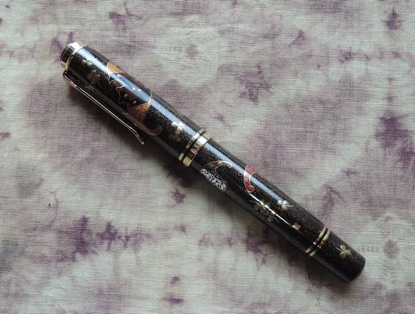 蒔絵限定万年筆「五福蝙蝠」、撮りました。_e0200879_13264671.jpg