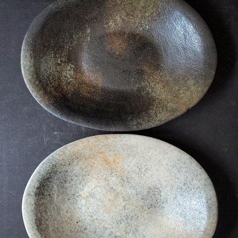 オーバル皿、黒と白_b0322280_20502454.jpg