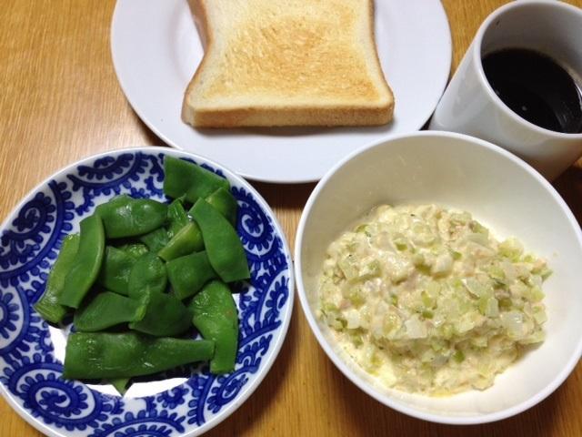 トースト(シーチキンマヨ+お米のみたいなブロッコリー+たまねぎ)_e0097895_11335483.jpg