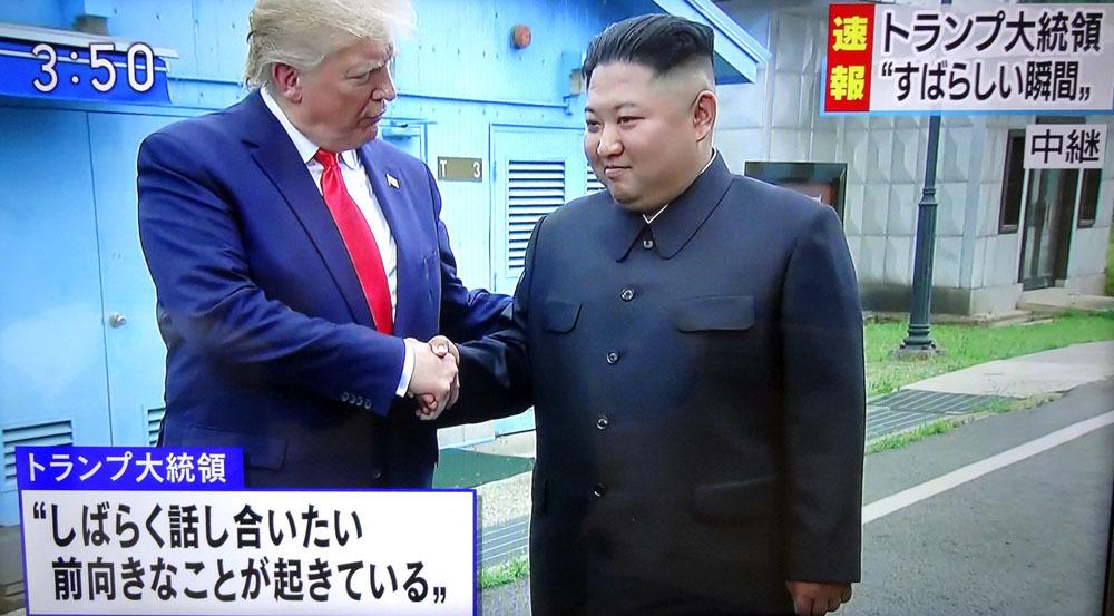 トランプ氏、金正恩氏と電撃的会談_b0114798_17083194.jpg