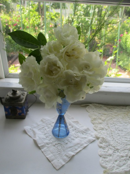 Aからのお土産&お庭の様子&飾ったお花_a0279743_15081672.jpg