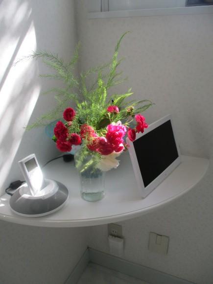 Aからのお土産&お庭の様子&飾ったお花_a0279743_15095387.jpg
