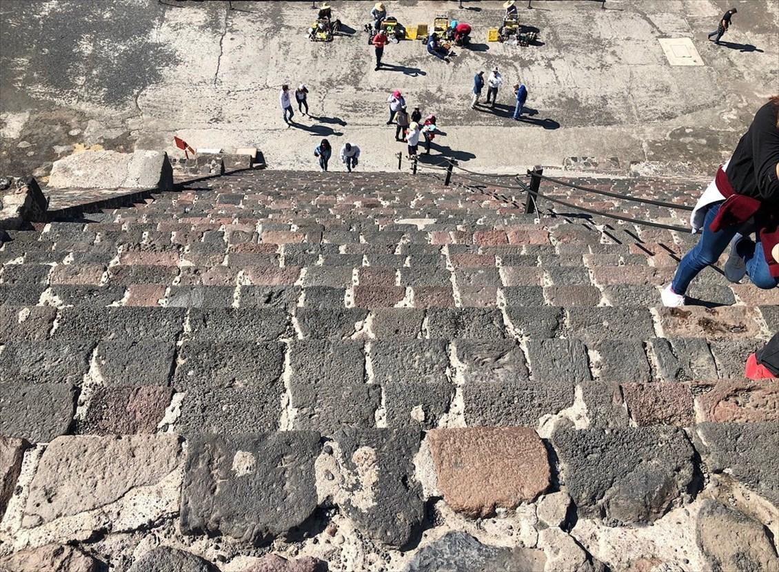 中南米の旅/66 月のピラミッド@メキシコ・テオティワカン遺跡_a0092659_16160402.jpg