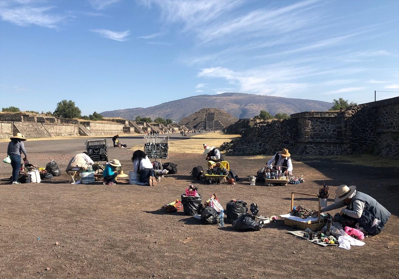 中南米の旅/66 月のピラミッド@メキシコ・テオティワカン遺跡_a0092659_16452865.jpg
