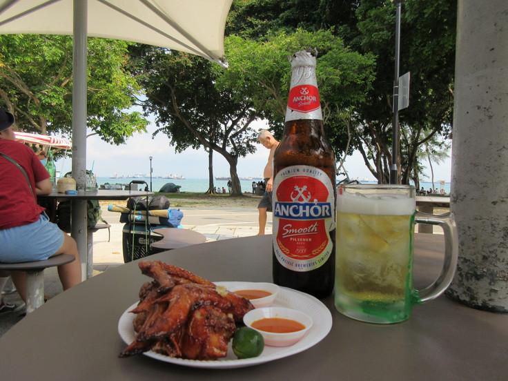 海岸さんぽのあとは ビールとチキンウイング!!_c0212604_20464510.jpg