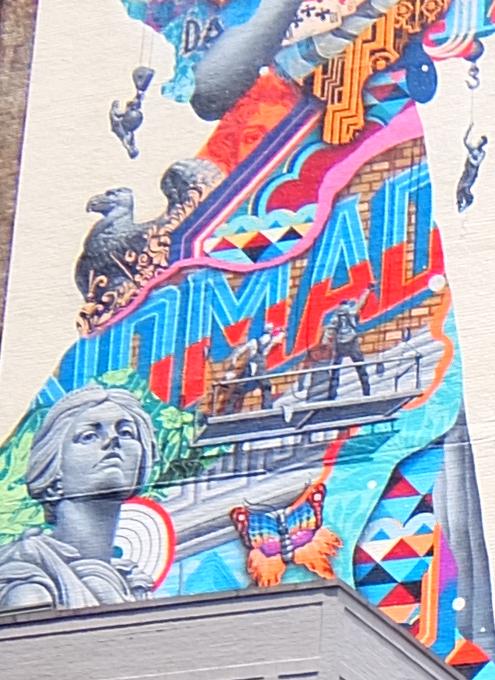 NYに世界初のスーパーモデル美少女、イヴリン・ネズビットさんの縦30メートルの超巨大壁画が登場_b0007805_20440513.jpg
