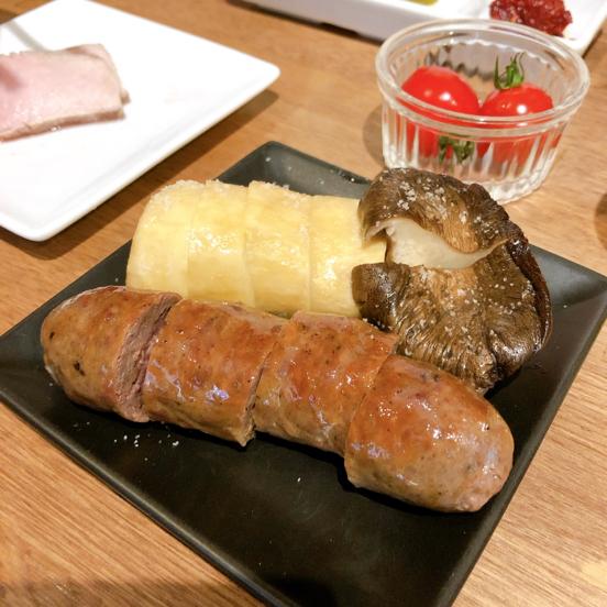 「肉山 横浜」美味い肉まみれで、お酒もススムわ。_f0054556_18330625.jpg