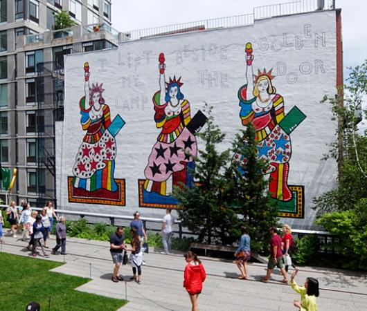 カラフルな自由の女神さまの壁画、空中公園ハイラインに登場中_b0007805_20120985.jpg