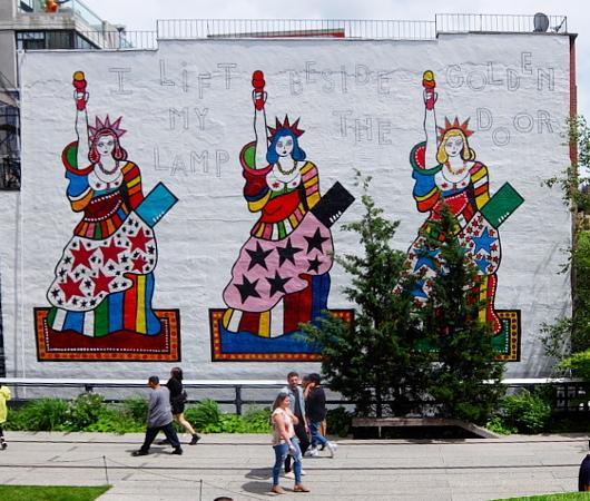 カラフルな自由の女神さまの壁画、空中公園ハイラインに登場中_b0007805_20124034.jpg