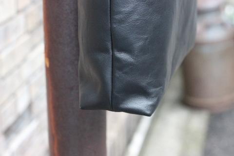 軽くて丈夫なホースレザーを使用した「TOOLS by SLOW」アイテムのご紹介_f0191324_08324782.jpg