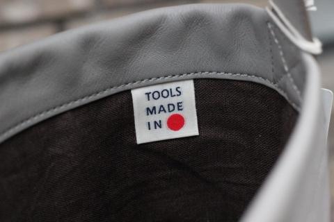 軽くて丈夫なホースレザーを使用した「TOOLS by SLOW」アイテムのご紹介_f0191324_08332129.jpg