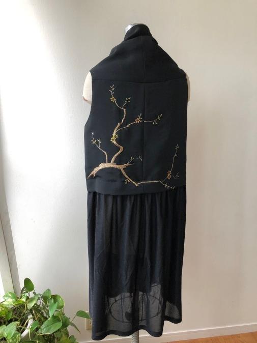 着物リメイク・絵羽織から異素材のジレ_d0127925_18251129.jpg