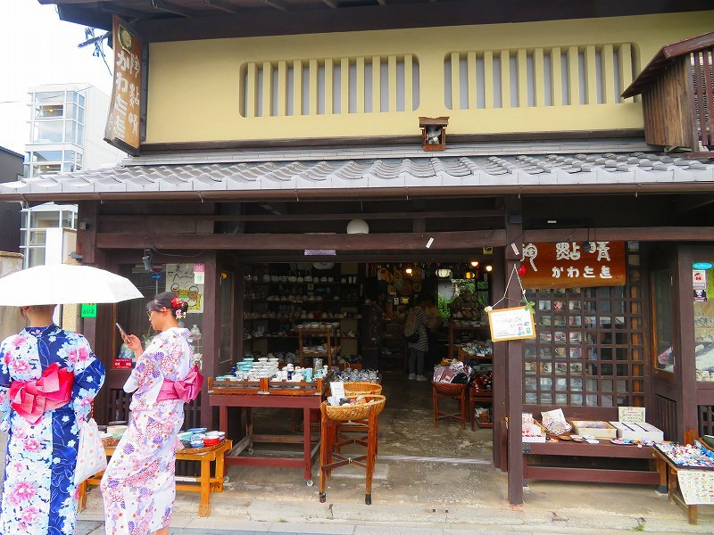 陶器店が立ち並ぶ五条坂(五条通)20190628_e0237645_20091089.jpg