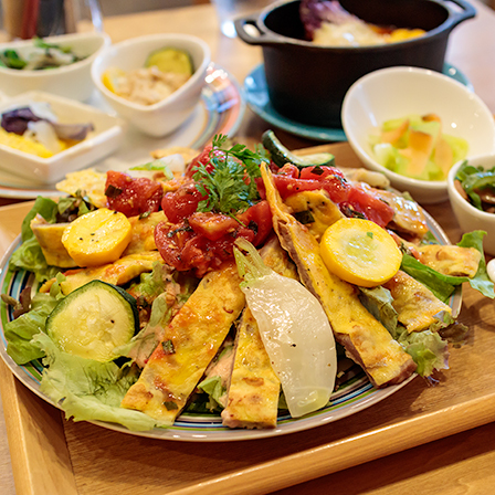 料理の風景 ポークピカタのサラダプレート_b0133053_00260868.jpg