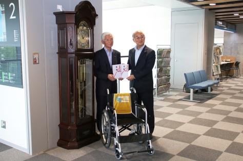 ㈱青森銀行・「小さな親切」運動青森県本部が新庁舎落成記念で寄贈_f0237658_17011673.jpg