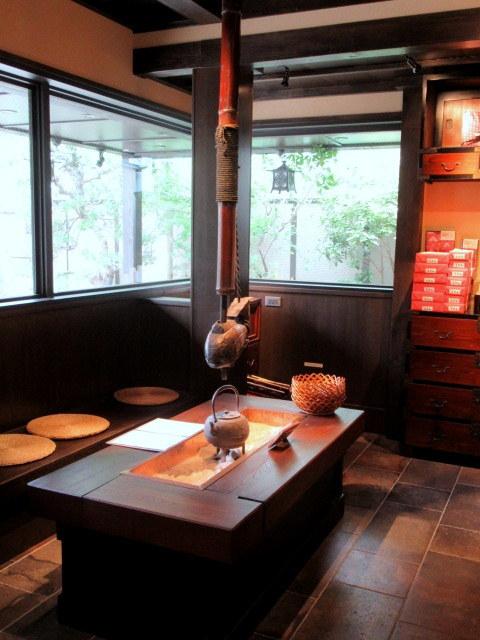 奥なんば・浪芳庵本店「カフェつぎね」* 超豪華なわらび餅を食す♪_f0236260_15264750.jpg