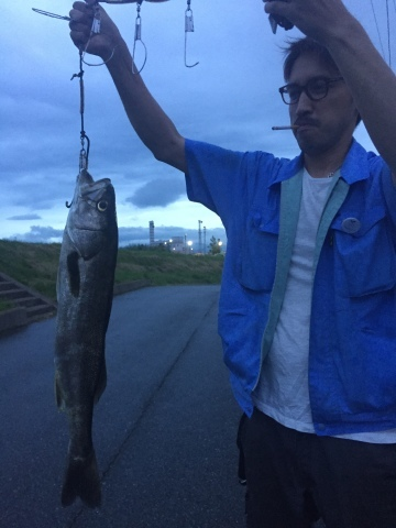 こんな所に巨大魚が !! 死闘_e0115904_18434007.jpg