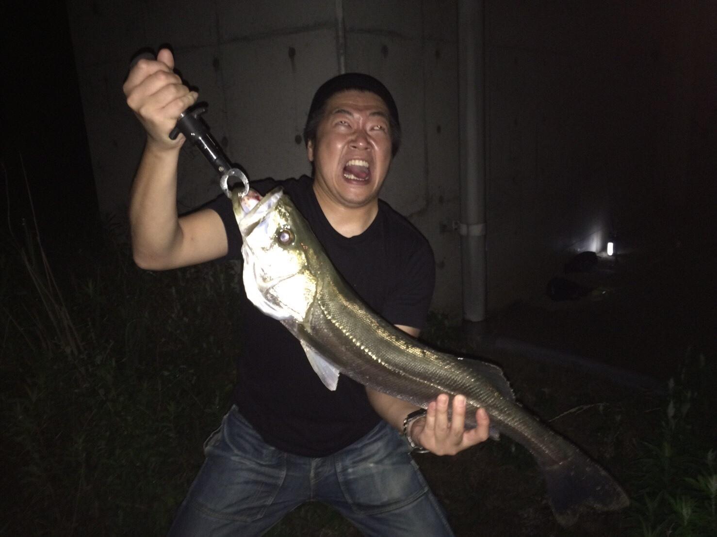 こんな所に巨大魚が !! 死闘_e0115904_18443039.jpg