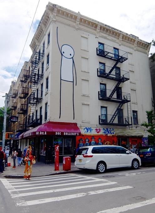 9丁目沿いSTIKの「自由の女神」壁画、まだ見れます_b0007805_11344357.jpg