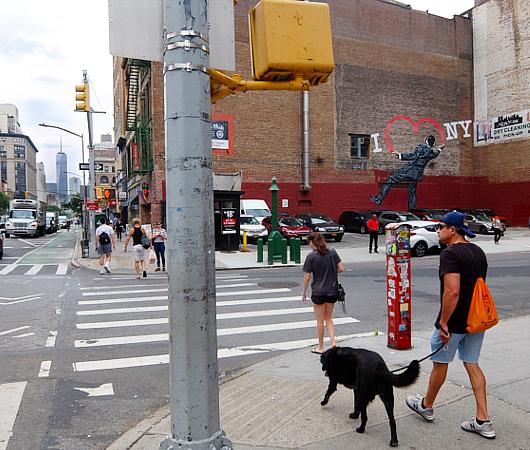 """17丁目沿いの\""""I ♥ NY\""""巨大壁画、まだ見れます_b0007805_21420969.jpg"""