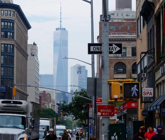 """17丁目沿いの\""""I ♥ NY\""""巨大壁画、まだ見れます_b0007805_21470858.jpg"""