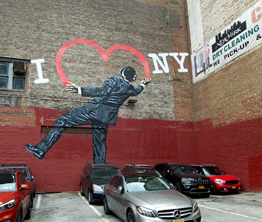 """17丁目沿いの\""""I ♥ NY\""""巨大壁画、まだ見れます_b0007805_21501942.jpg"""