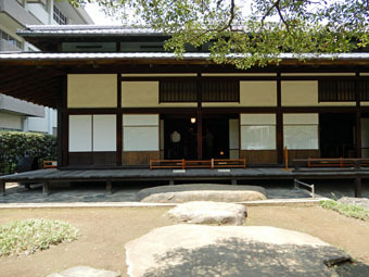 旧岩崎邸和館の深い屋根_c0195909_11434628.jpg