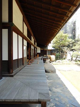 旧岩崎邸和館の深い屋根_c0195909_11435054.jpg