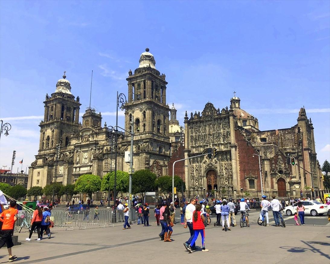 中南米の旅/68 アステカ遺跡の上に建つメトロポリタン大聖堂@メキシコシティ_a0092659_22240789.jpg