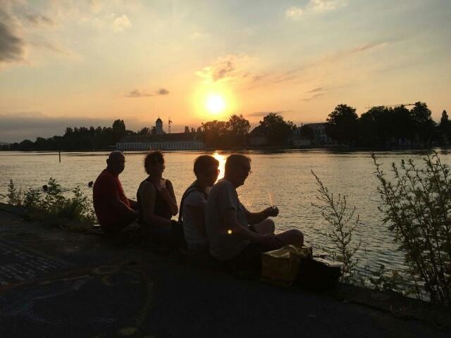 ライン川の日没 & 変顔ナナ_c0211876_21223741.jpg