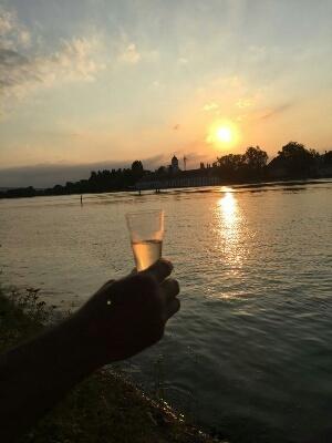 ライン川の日没 & 変顔ナナ_c0211876_21225538.jpg