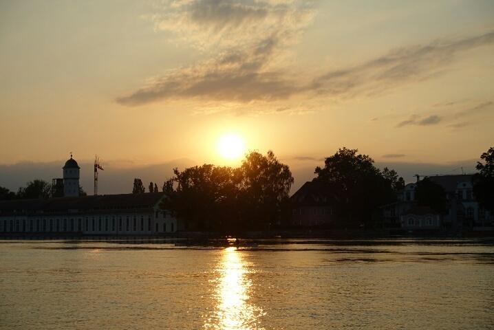 ライン川の日没 & 変顔ナナ_c0211876_21232282.jpg