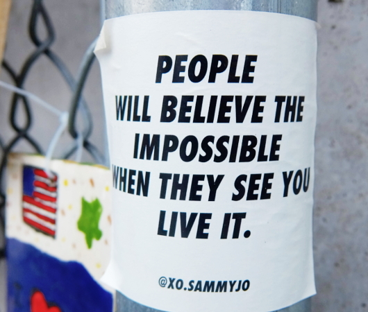 People will believe the impossible...(人々は不可能が可能だと信じるだろう)_b0007805_19423605.jpg