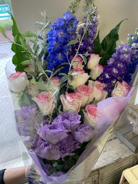 薔薇とデルフィニウムの花束_b0196913_19072205.jpeg