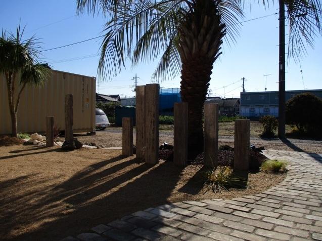 コンクリート製枕木でアクセントのあるお庭造りを!群馬県太田市_e0361918_12571138.jpg